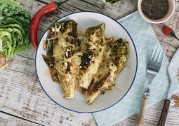 Vegetarisches Rezept: Gratinierte Romana-Salat-Sticks 1