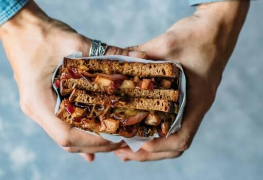 Vegetarisches Rezept: Grilled Cheese Sandwich mit Birne und Cheddar