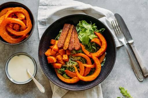 Vegetarisches Rezept: Happy Bowl mit Graupen und Röstgemüse 1