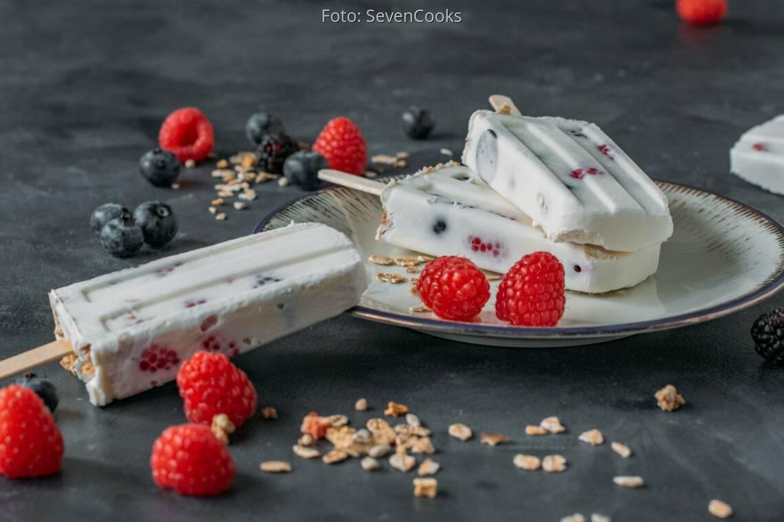 Vegetarisches Rezept: Joghurt-Eis mit Müsli-Crunch 1