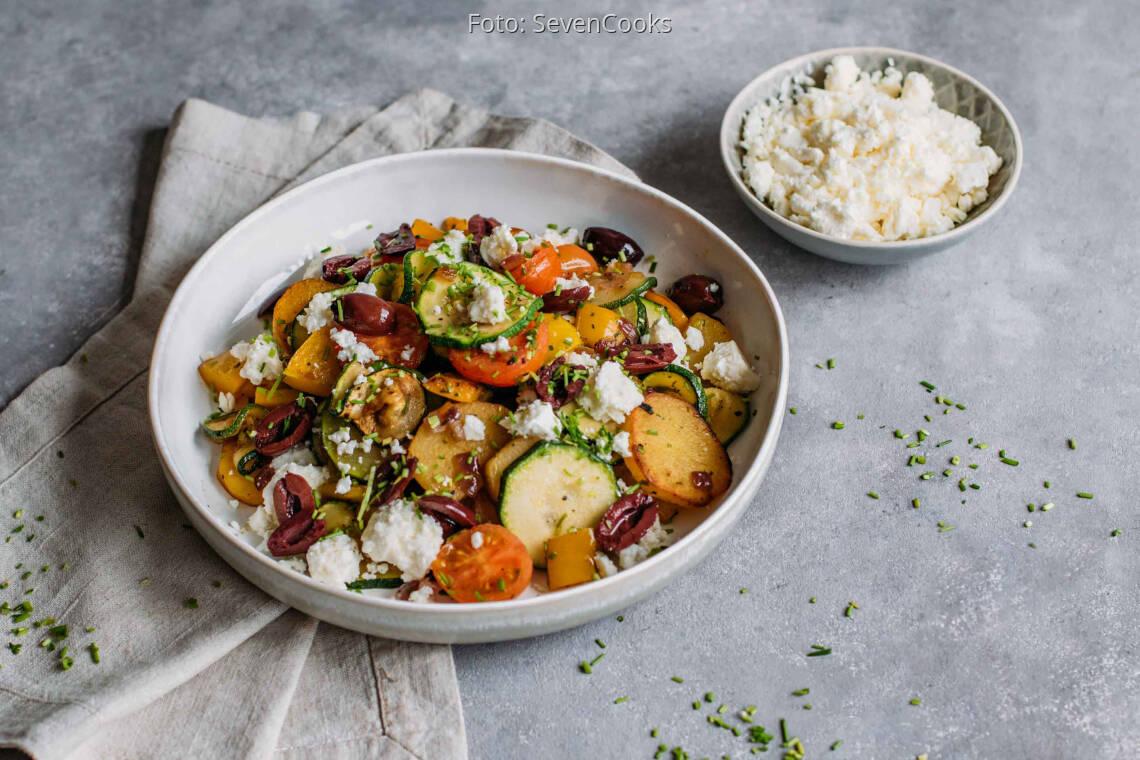 Vegetarisches Rezept: Kartoffel-Gemüse-Pfanne mit Feta