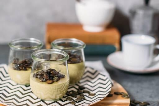 Vegetarisches Rezept: Kürbiskern–Panna–Cotta mit karamellisierten Kürbiskernen 1
