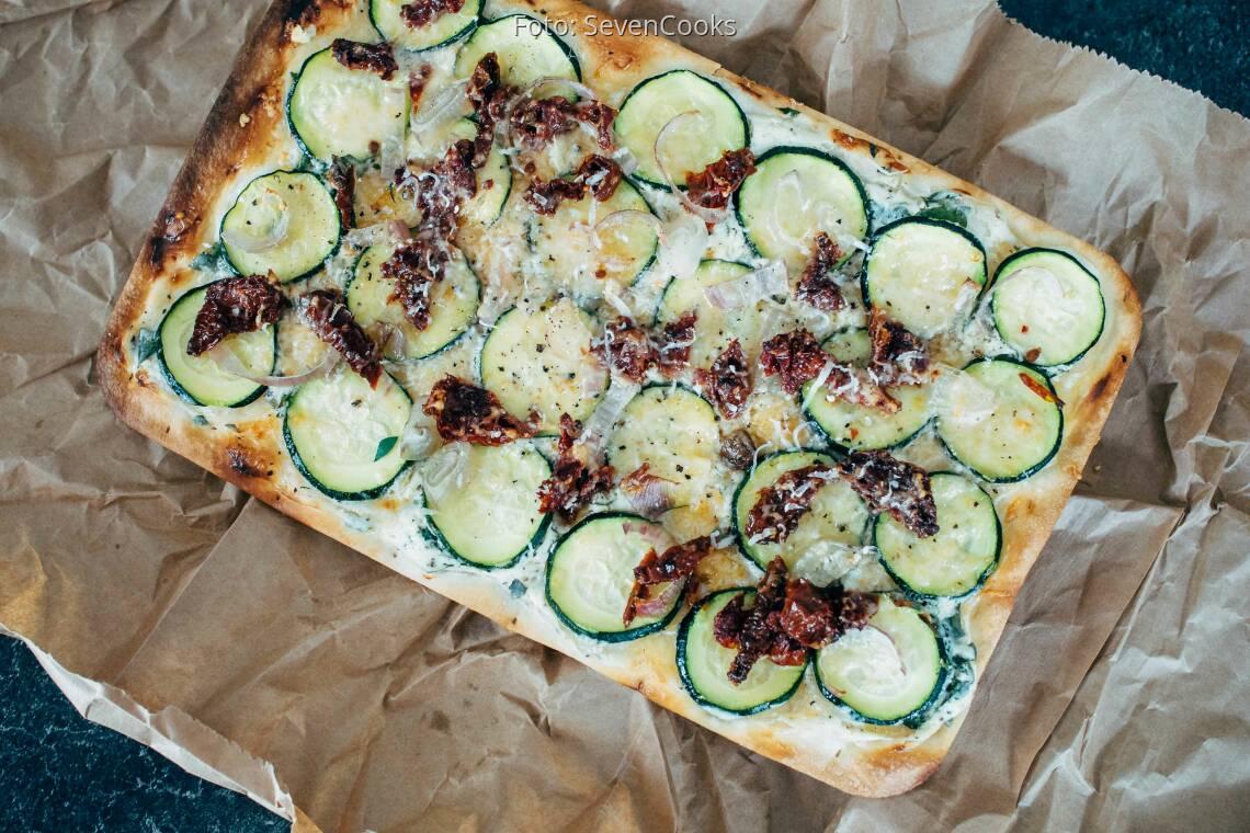 Vegetarisches Rezept: Mediterraner Flammkuchen