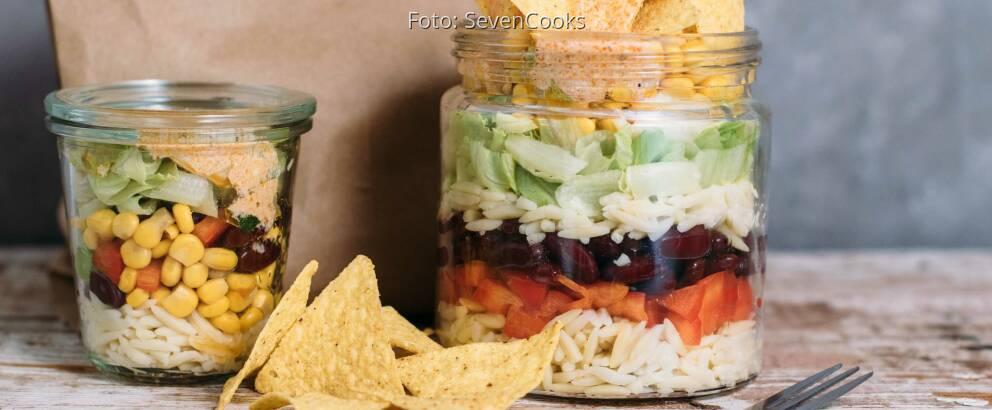 Vegetarisches Rezept: Mexikanischer Kritharaki-Nudelsalat im Glas