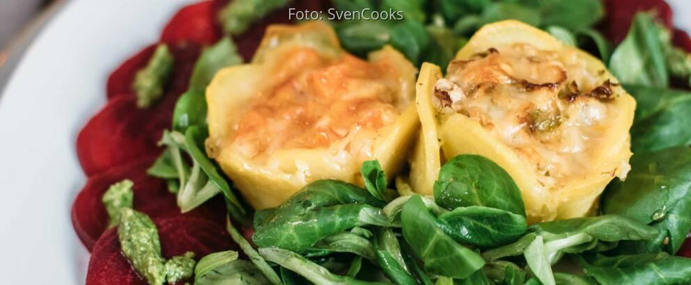 Vegetarisches Rezept: Mini-Gemüseaufläufe auf Carpaccio von der Roten Bete mit Feldsalatpesto 3