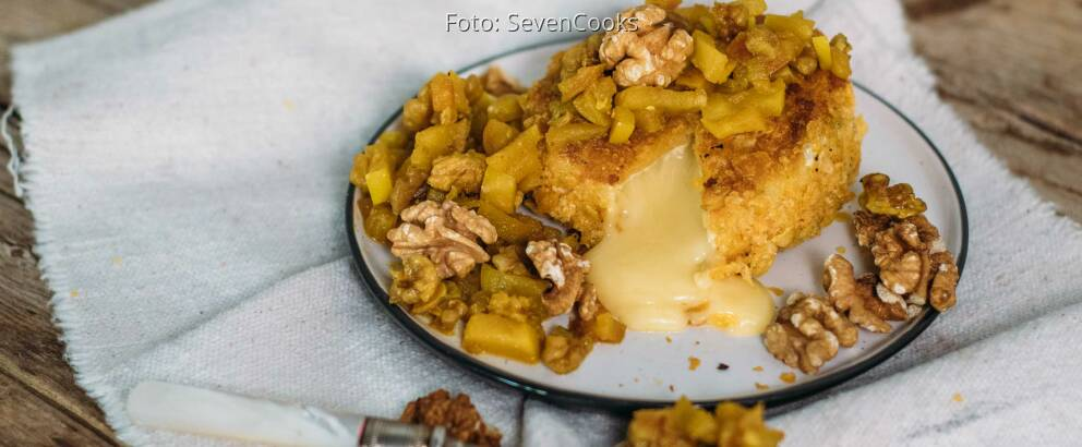 Vegetarisches Rezept: Panierter Camembert mit Apfel-Walnuss-Chutney_2