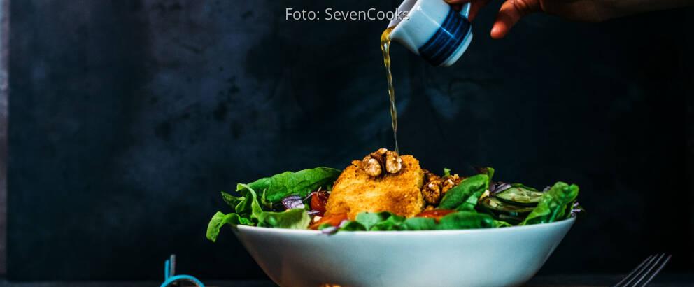 Veganes Rezept: Panierter Schafskäse auf Salatbett 2