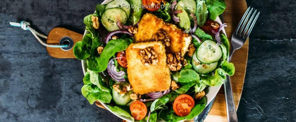 Veganes Rezept: Panierter Schafskäse auf Salatbett 3