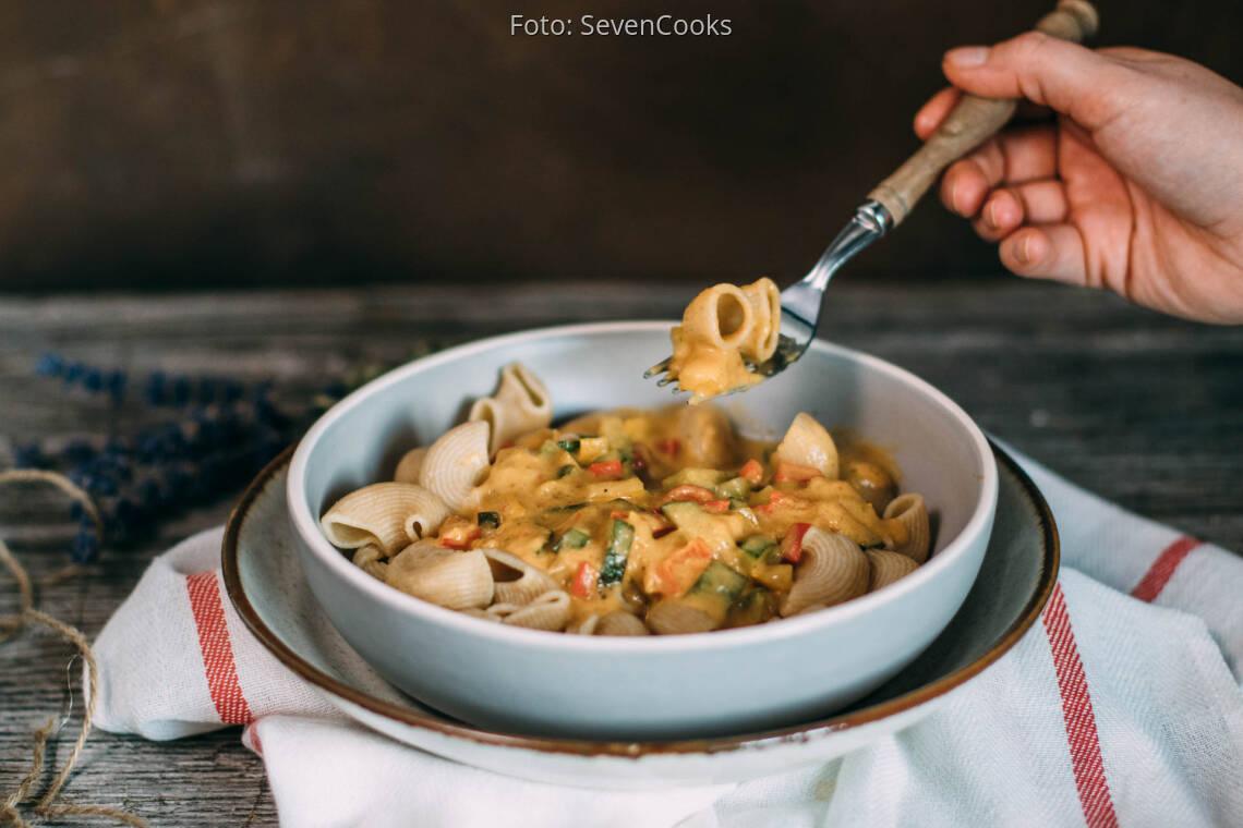 Vegetarisches Rezept: Pasta mit Paparika-Zucchini-Soße 1