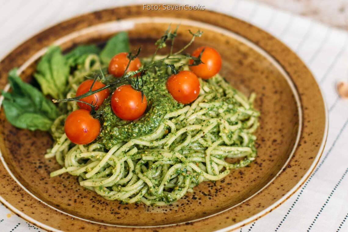 Vegetarisches Rezept: Pasta mit Pistazien-Spinat-Pesto