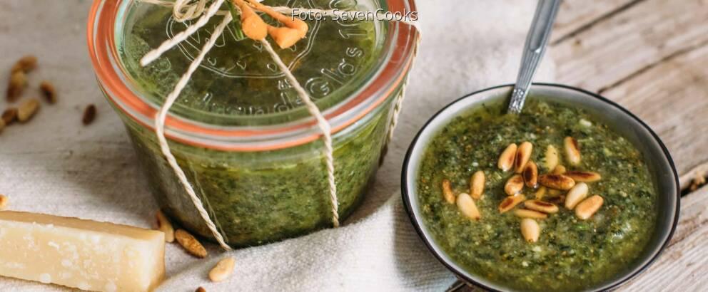 Vegetarisches Rezept: Pesto aus Karottengrün_1