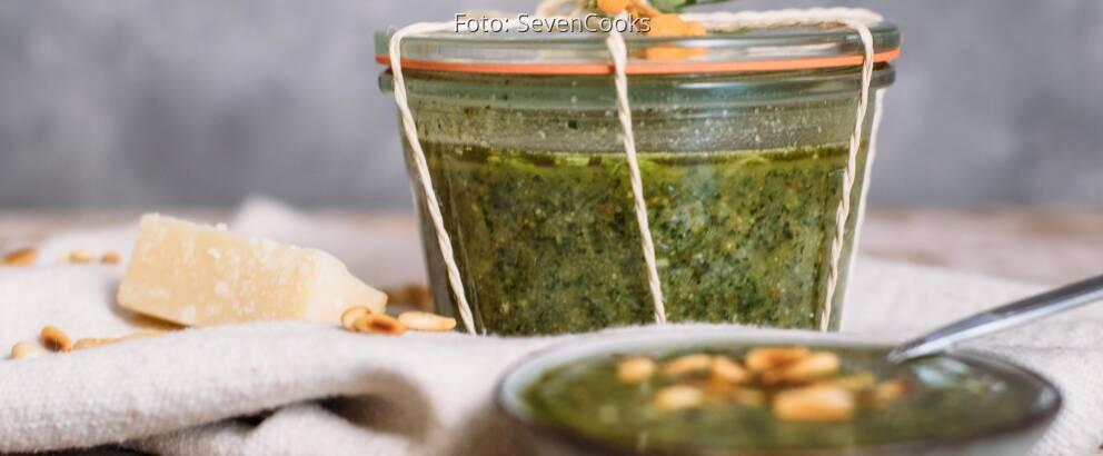 Vegetarisches Rezept: Pesto aus Karottengrün_2