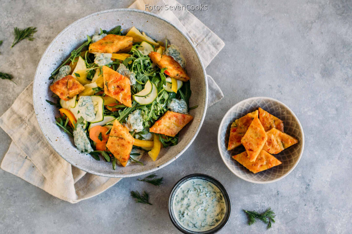 Vegetarisches Rezept: Pfannkuchenrauten auf Salat 1