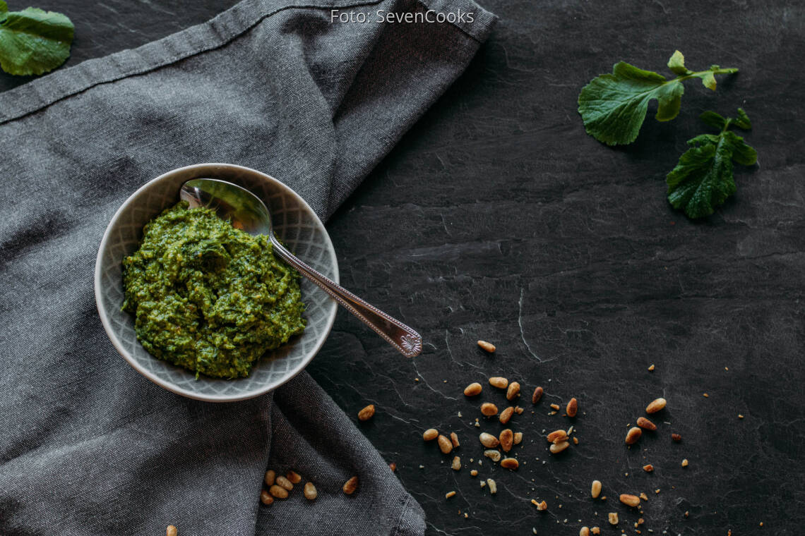 Vegetarisches Rezept: Radieschenblätter Pesto