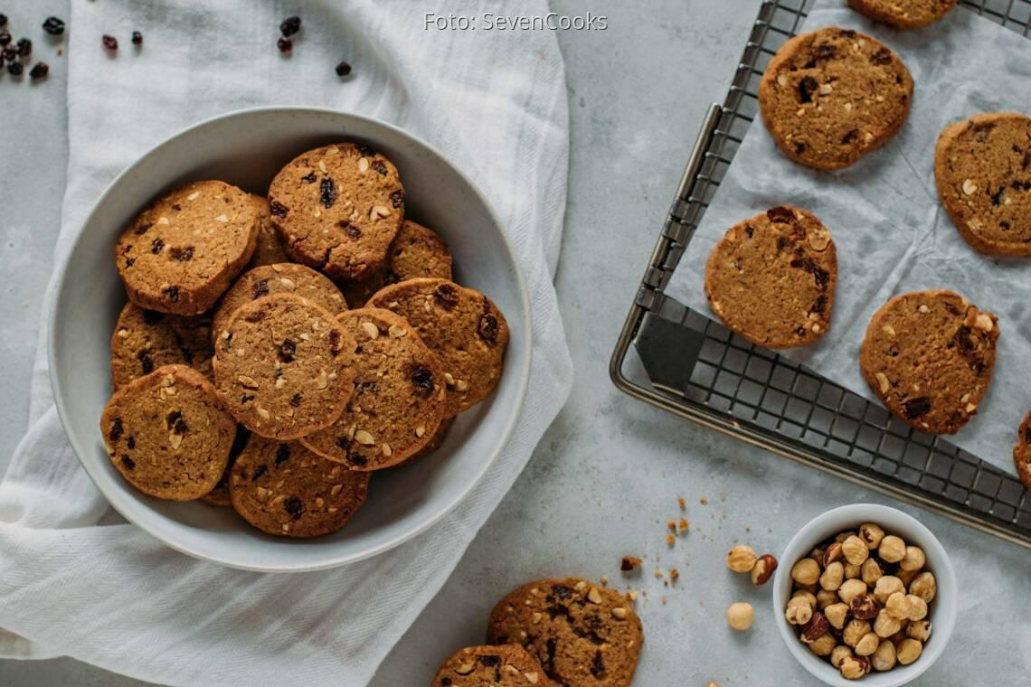 Vegetarisches Rezept: Rosinen-Haselnuss-Kekse zum Aufbacken 1