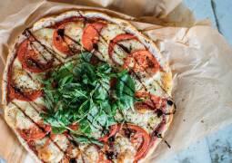 Vegetarisches Rezept: Schnelle Fladenbrotpizza Calabrese 1