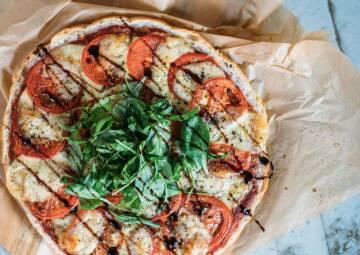 vegetarisches rezept schnelle fladenbrotpizza calabrese 1-1033416-700-990-0