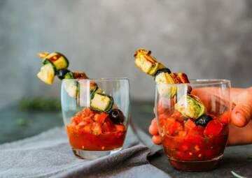 vegetarisches rezept spiesse mit zucchini kaese roellchen 3-1036141-700-990-0