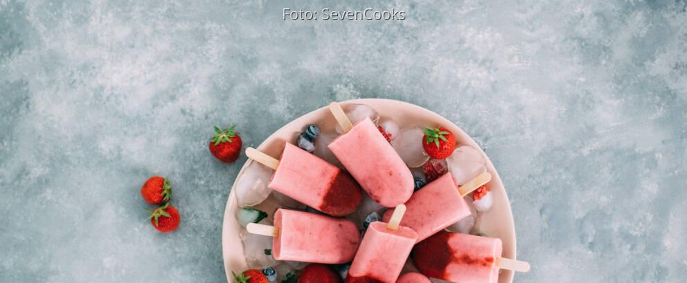 Vegetarisches Rezept: Strawberry-Cheesecake-Eis am Stiel
