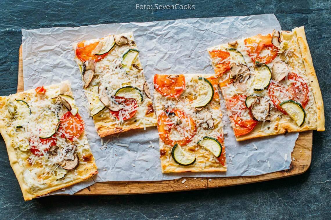 Vegetarisches Rezept: Tomaten-Pilz-Zucchini-Flammkuchen 1