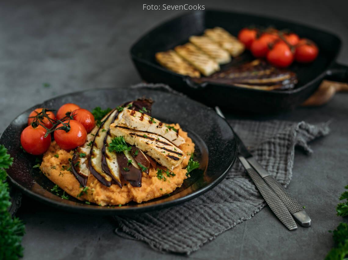 Vegetarisches Rezept: Tomaten-Polenta mit Grillgemüse und Halloumi 1