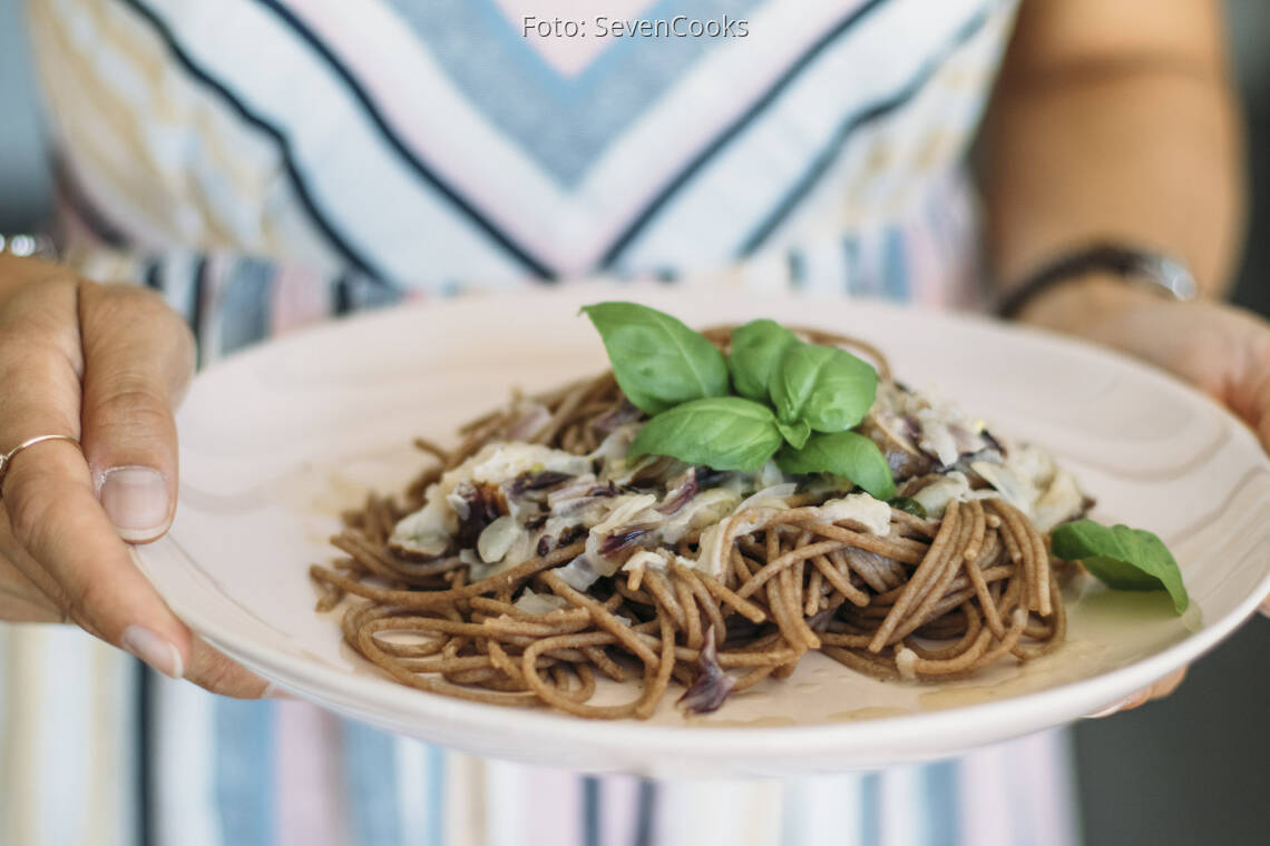 Vegetarisches Rezept: Vollkornspaghetti mit Kohlrabi-Radicchio-Sauce