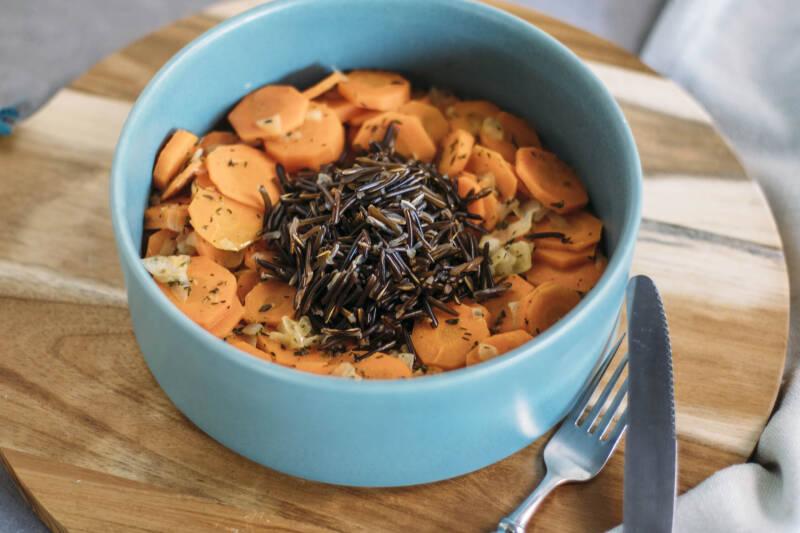 Wildreis mit Karotten-Thymian-Gemüse