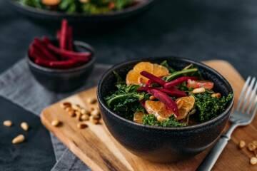Wintersalat mit Grünkohl Mandarine und Rote Bete