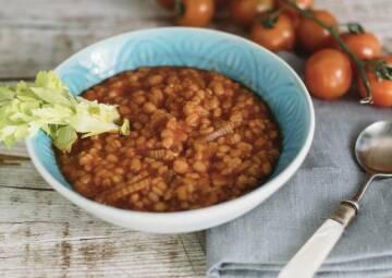 Wochenplan Familienalltag: Tomaten-Graupen Suppe mit Stangensellerie