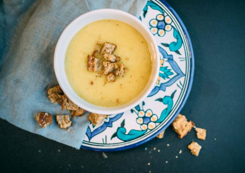 Wochenplan Familienalltag: Vegane Kartoffelsuppe mit Croutons