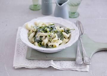 Wochenplan Günstig Gerichte im Winter:  pasta mit spinat und gorgonzola