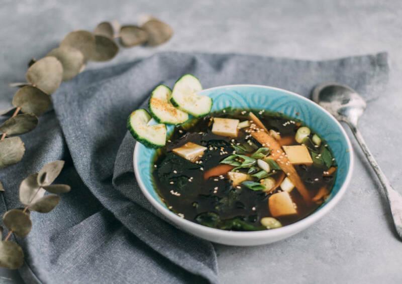 Wochenplan leichte Gerichte fürs neue Jahr: misosuppe