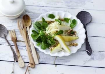 Wochenplan leichte Gerichte fürs neue Jahr: pastinaken feldsalat mit birne