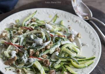 Wochenplan Mediterran: zucchinisalat mit walnuessen