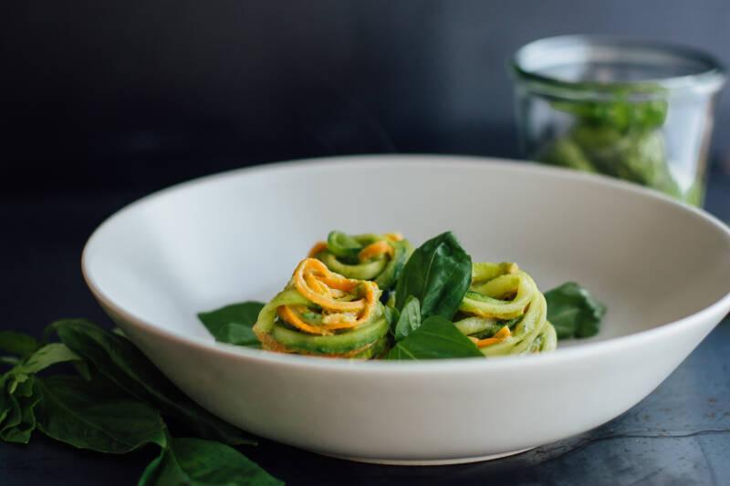 Wochenplan Vegan für Einsteiger: Gemüsepasta mit Avocadopesto