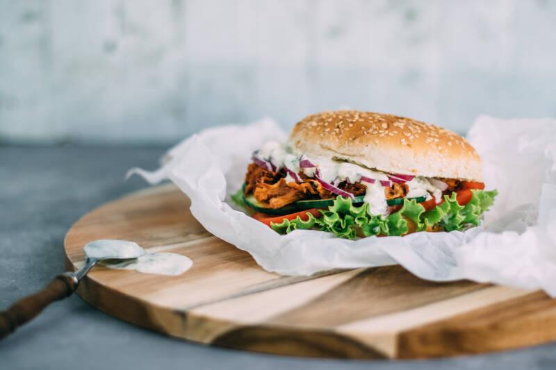Wochenplan Vegan für Einsteiger: Veganer Pulled Pork Burger