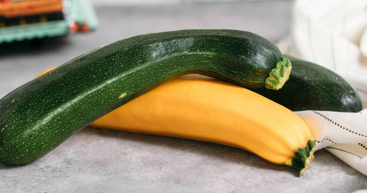 So einfach kannst du Zucchini einlegen