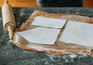 Zuschneiden Teig Lebkuchenhaus
