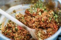 Tomatenmark einrühren