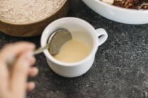 Angerührter Ei Ersatz aus Sojamehl und Wasser