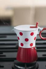 Zubereitung: Kaffeekocher auf dem Gasherd
