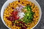 Zubereitung:Mais  Bohnen und Gewürze in der Schale