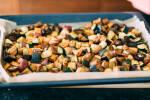 Zubereitung: Das Gemüse aus dem Ofen nehmen.