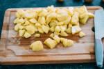 Zubereitung: Die Kartoffeln in kleine Würfel schneiden.