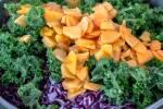 Zubereitung: Alle Zutaten für den Salat mischen