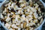 Zubereitung: Das Chutney einkochen.