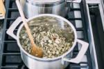 Zubereitung: Schalotten und Knoblauch in eine Topf mit dem Thymian anbraten