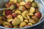 Zubereitung: Die Äpfel mit dem Apfel-Mango-Mus vermengen.