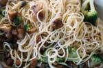 Zuberitung: Die Pasta kurz mit dem Gemüße anbraten