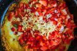 Zubereitung: Paprika, Knoblauch und Ingwer in die Pfanne geben